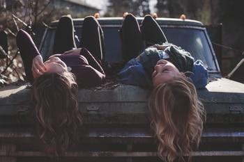 dievčatá na aute